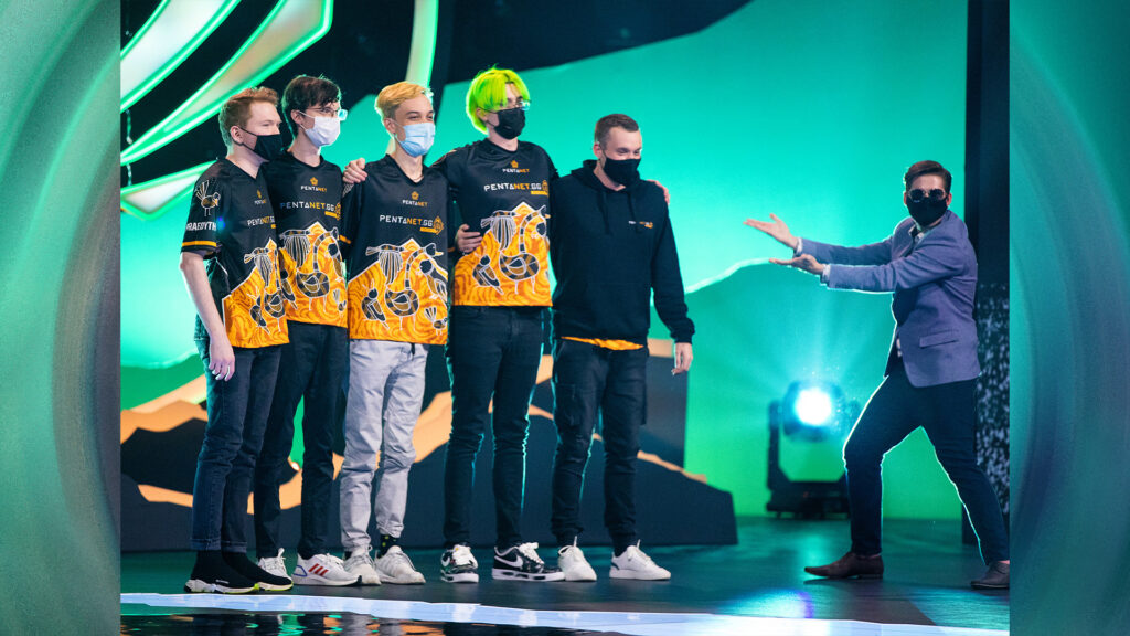 Photo of Pentanet.GG BioPanther and team on stage at MSI 2021