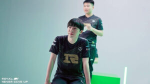 RNG mid laner Cryin and jungler Wei at MSI 2021 photoshoot