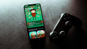 PlayStation controller, mobile phone, Francesco De Tommaso